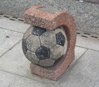 サッカーボール車止め