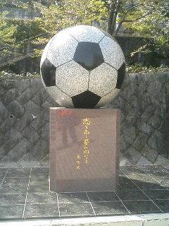 サッカーボールの像