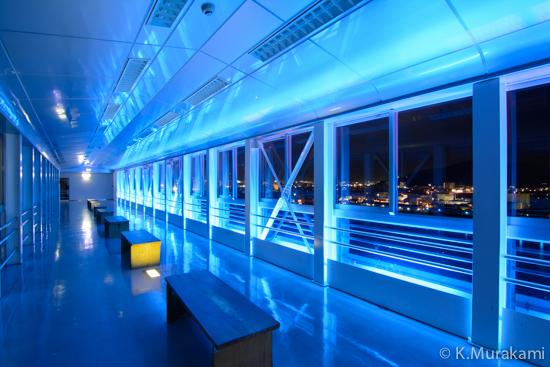 沼津港大型展望水門びゅうおの展望回廊と夜景