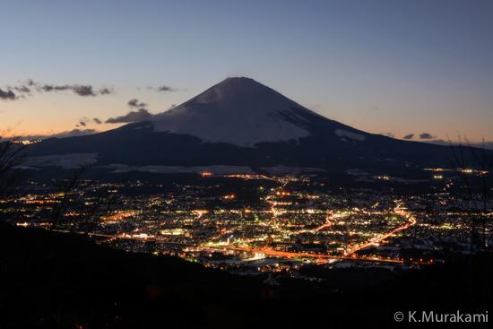 乙女峠の夜景(御殿場市街と富士山)