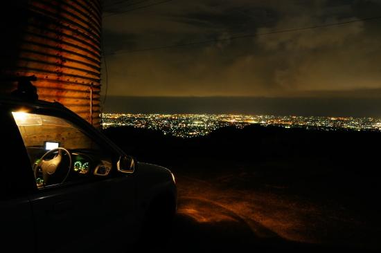 京塚山の夜景(車内から)
