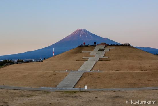 ふじのくに田子の浦みなと公園の展望台と富士山